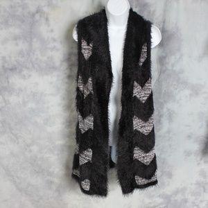 August Silk black/white sweater vest
